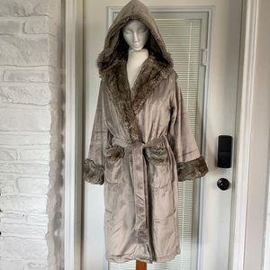 Pottery Barn Gray/Caramel Ombre Faux Fur Robe